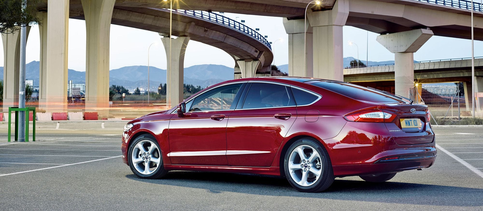 ford_mondeo_5d_02