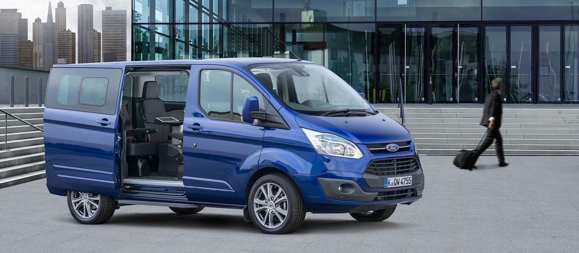 ford_tourneo_custom_01